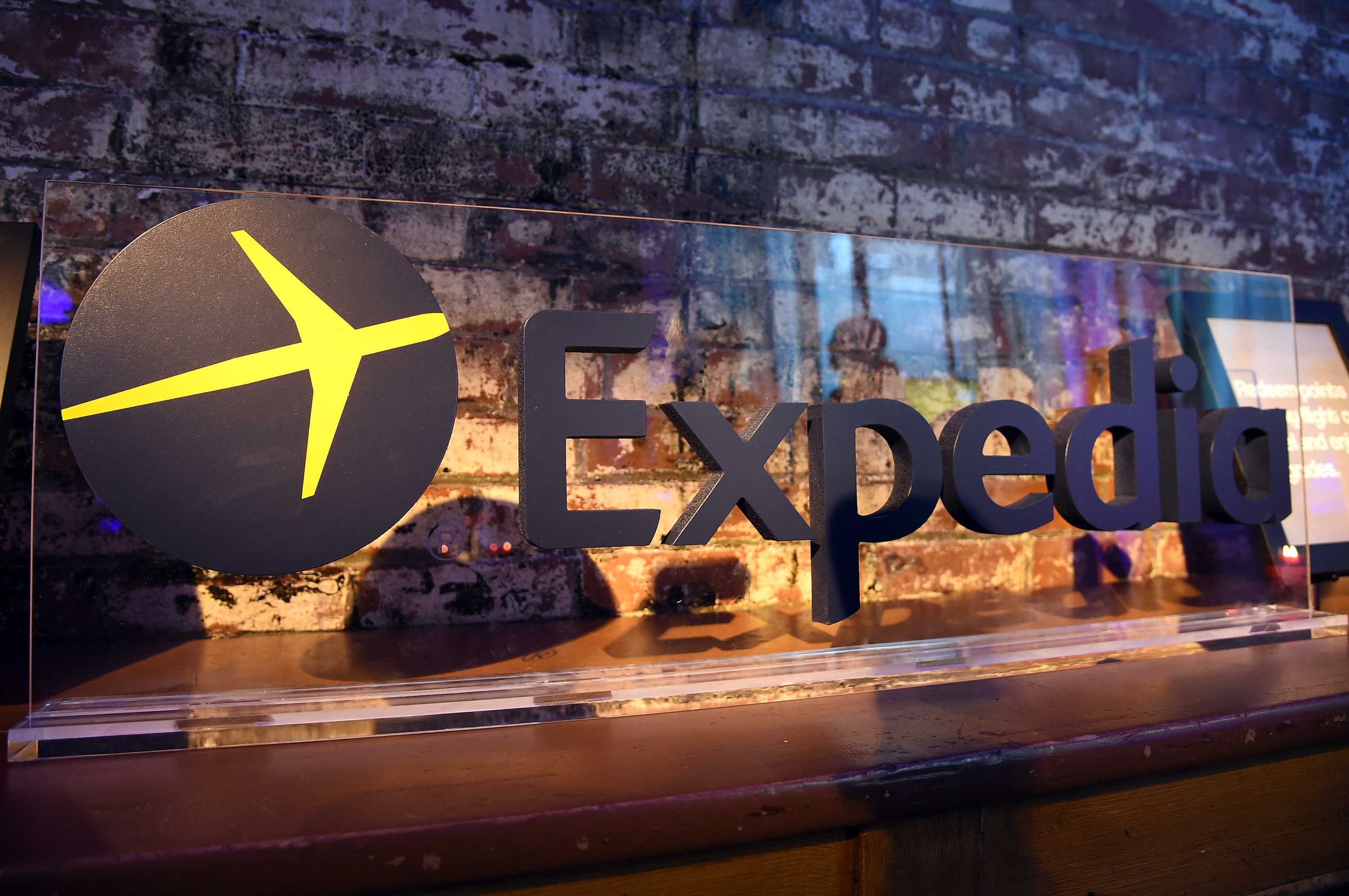 Common problems addressed by the customer care unit that answers calls to include Refund Issue, Complaint, Technical and Service Support, Cancel or Change Booking, Disputes and other customer service issues. The Expedia call center that you call into has employees from Phoenix, India and is open 24 hours, 7 days according to customers.