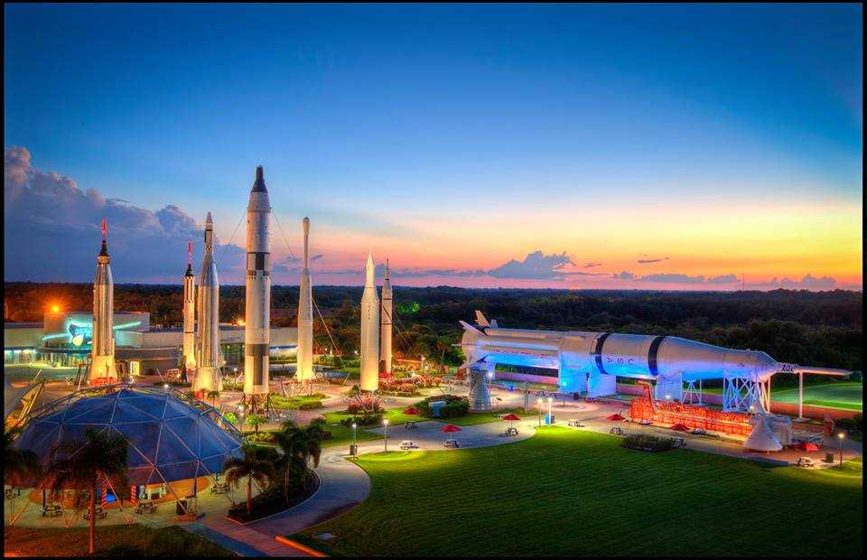 Kennedy space center visitor's complex