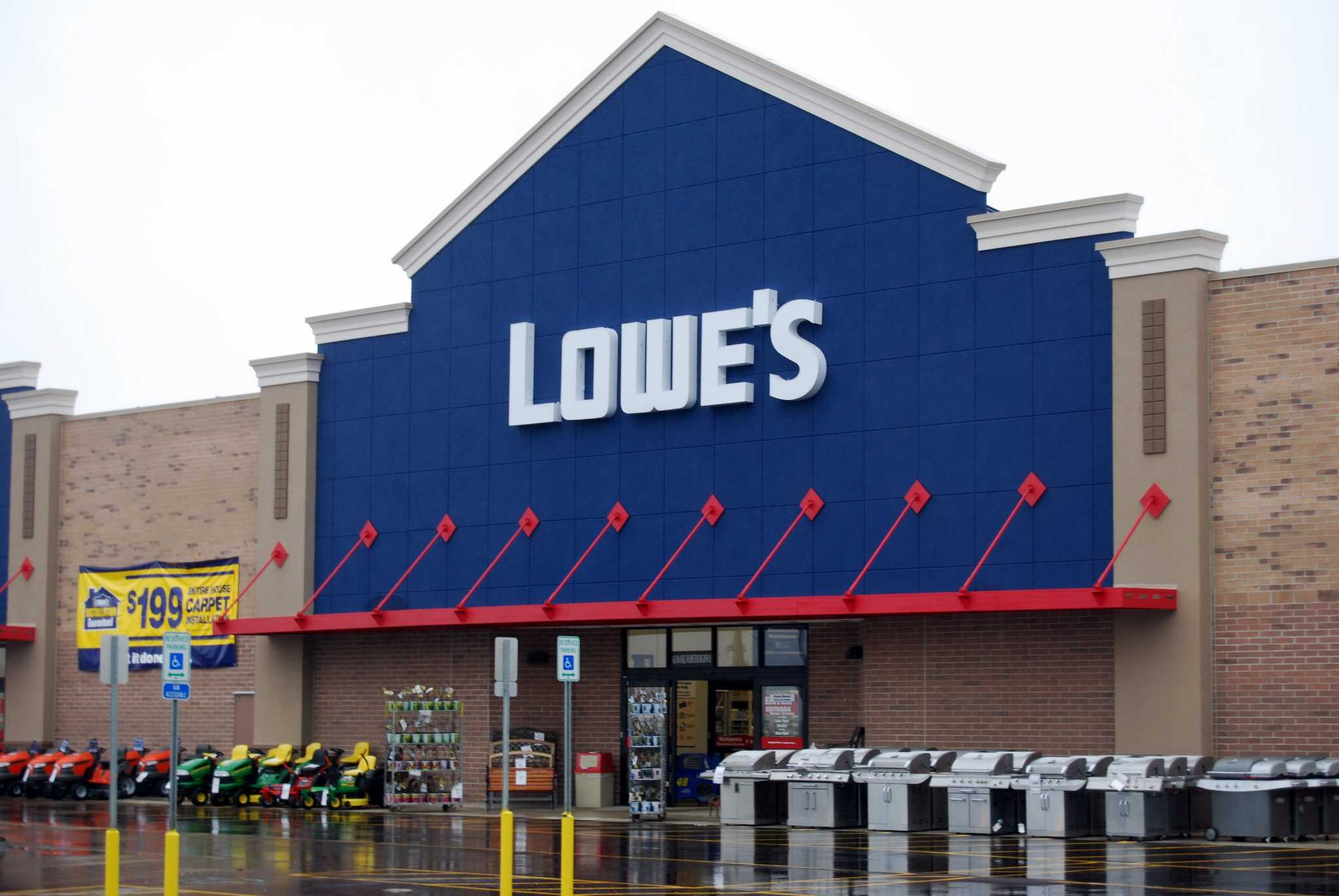 Lowe's holiday hours